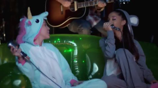 Miley & Ariana performed the cutest cover ever