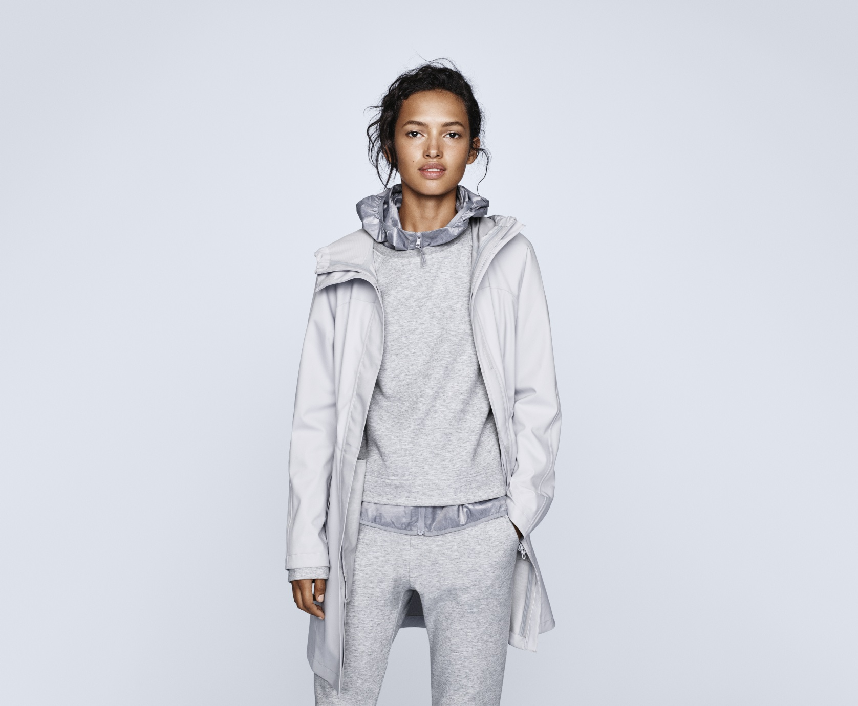 UNIQLO has released a very flash raincoat with a built-in headphone cord