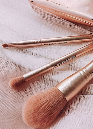 MAC has released a rose gold mini brush kit just in time for Christmas