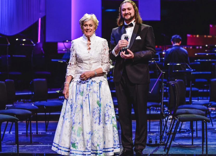 Dame Kiri Te Kanawa wears a skirt made from bedsheets to award ceremony